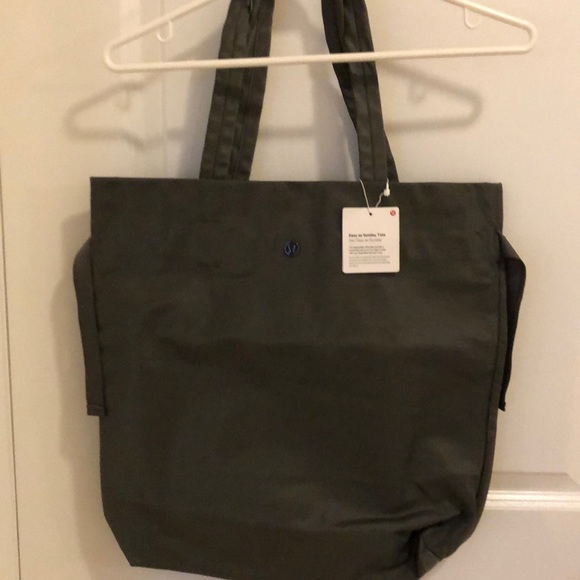 Lululemon Easy as Sunday tote brand new